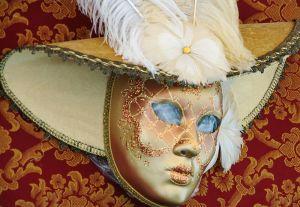 800px-Venetian_Carnival_Mask_-_Maschera_di_Carnevale_-_Venice_Italy_-_Creative_Commons_by_gnuckx_(4701321941)