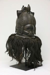 The_Childrens_Museum_of_Indianapolis_-_Sande_helmet_mask-1